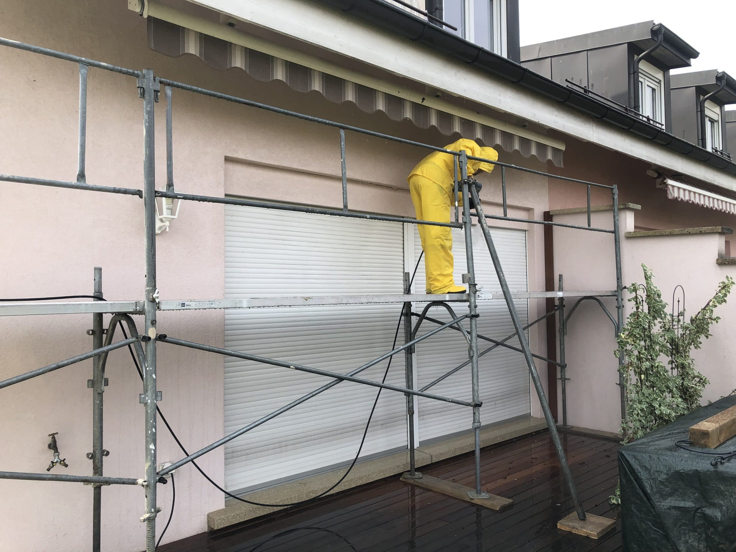 Lavage haute pression nécessaire avant nos travaux de peinture pour décrasser les supports