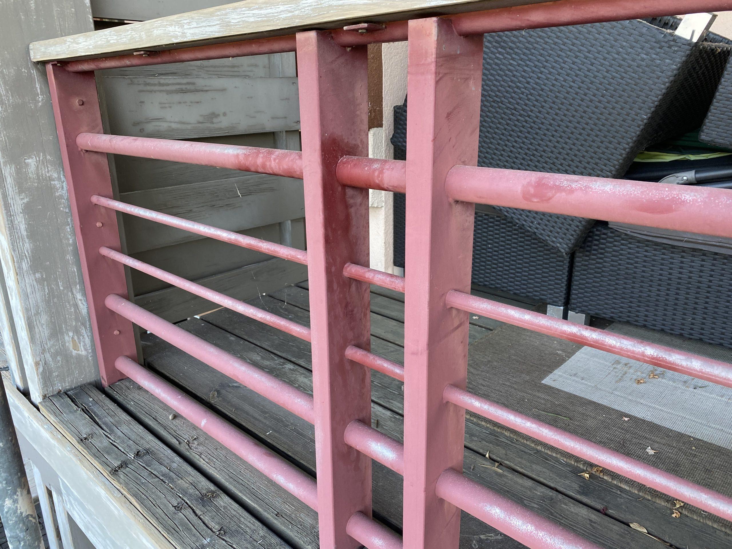 Les rambardes métalliques seront traitées avec une peinture antirouille