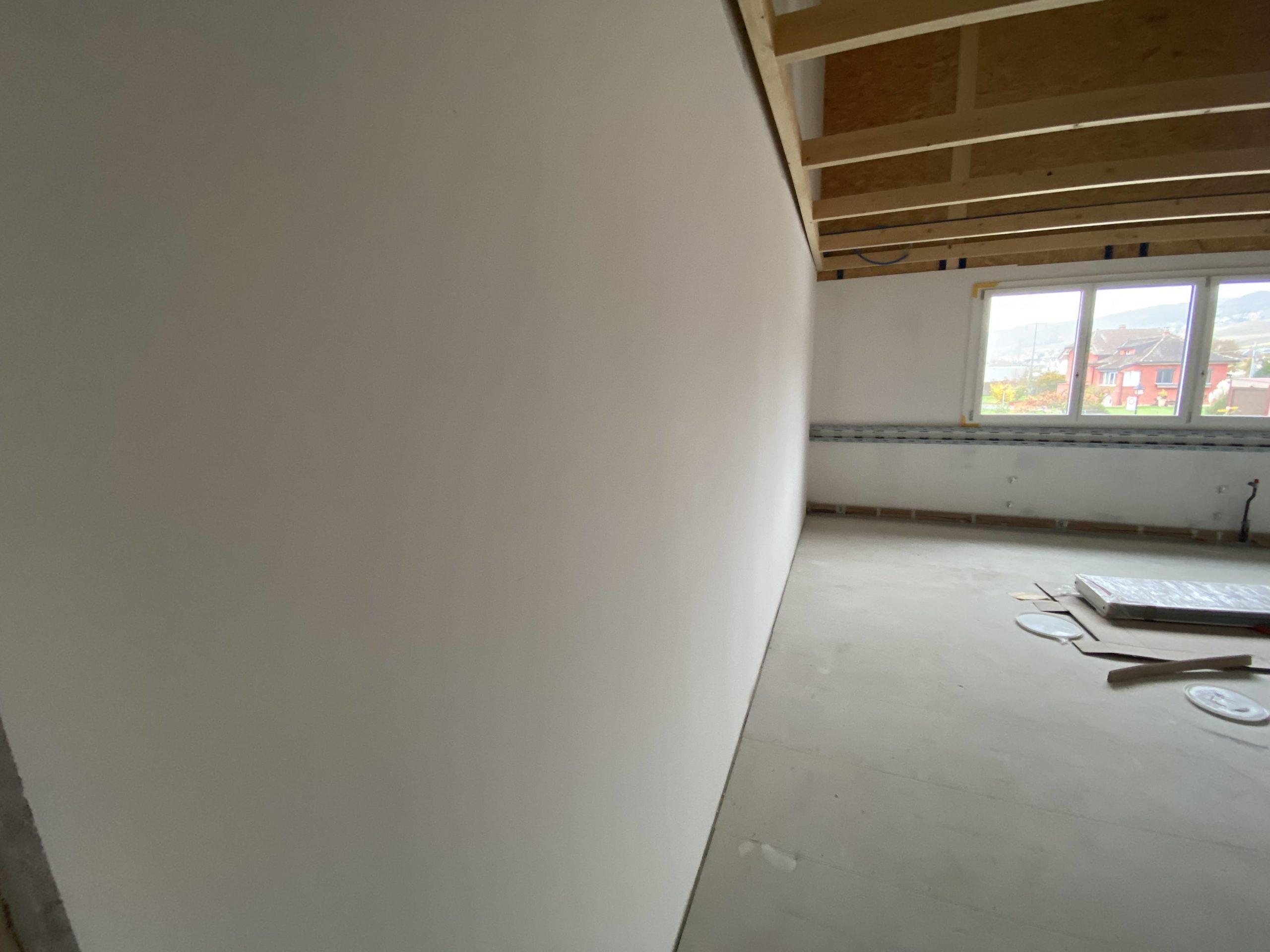 Les murs sont entièrement lissés afin de recevoir un crépi fin de 1 mm